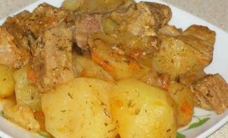 Тушеная картошка со свининой в мультиварке