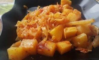 Картошка с капустой тушенная в мультиварке